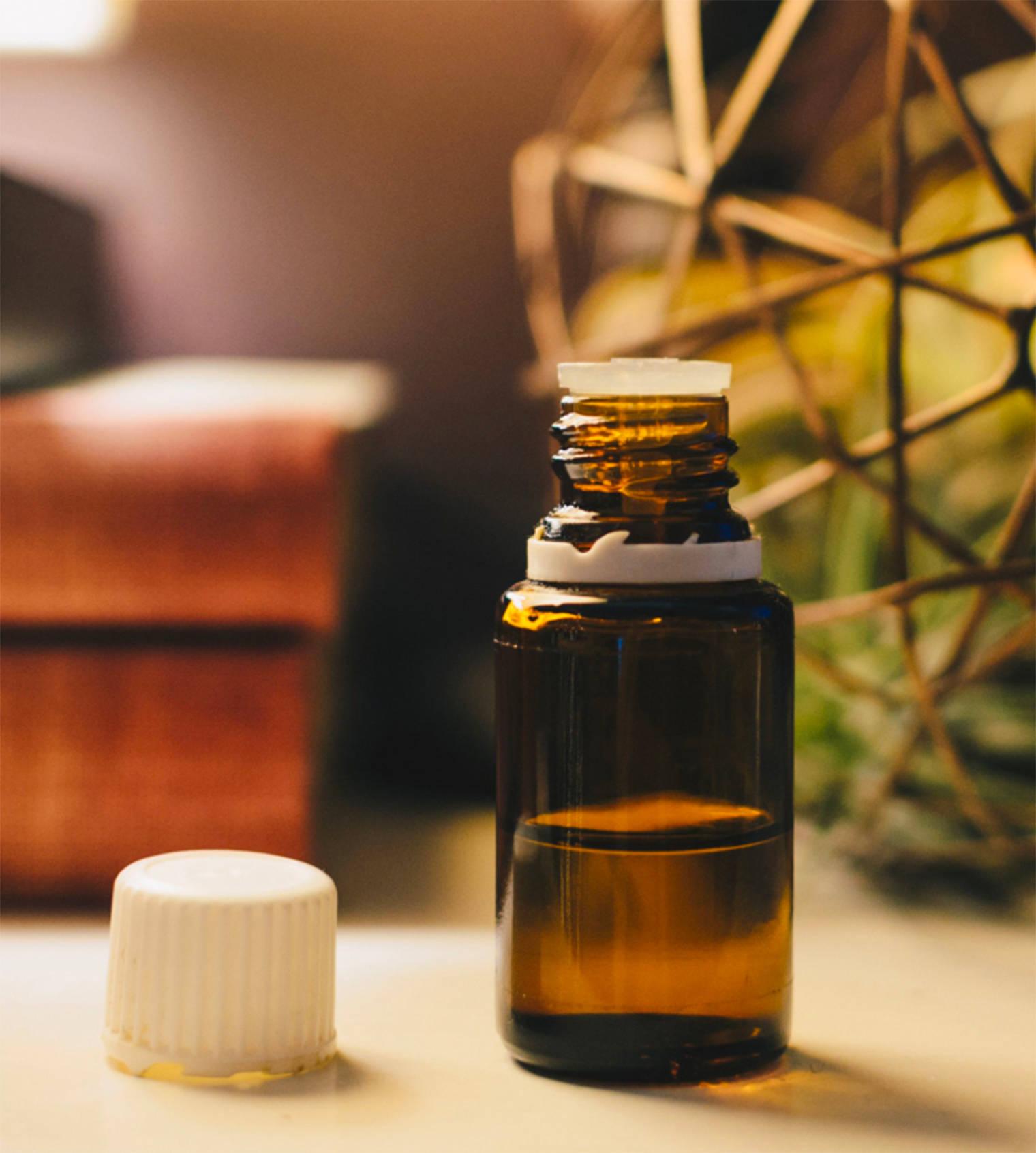 Recette d'huile nettoyante pour le visage à la menthe poivrée